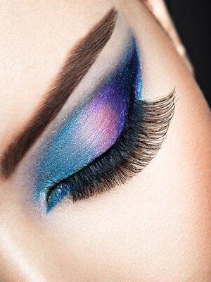 Carta da parati Occhio della donna con trucco dell'occhio blu