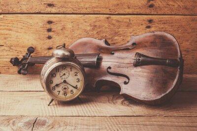 Carta da parati Orologio antico e vecchio violino su tavola di legno d'epoca