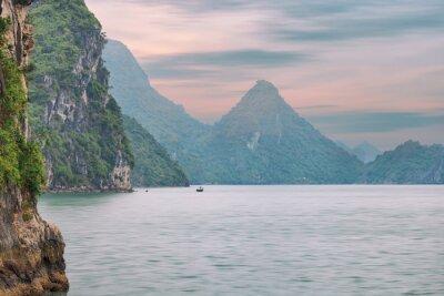 Carta da parati paesaggio marino tramonto a Halong Bay