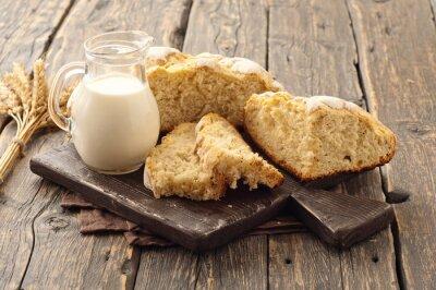 Carta da parati pagnotta fresca fatta in casa di pane con il latte