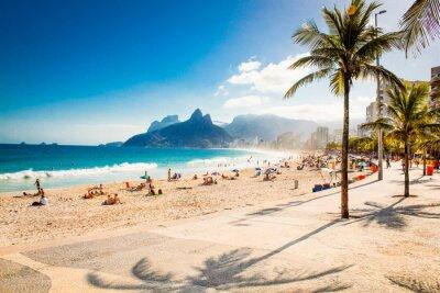 Carta da parati Palme e Two Brothers montagna sulla spiaggia di Ipanema, a Rio de Janeiro