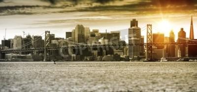Carta da parati Panorama di tramonto di San Francisco con ponte di Oakland Bay. Stati Uniti.
