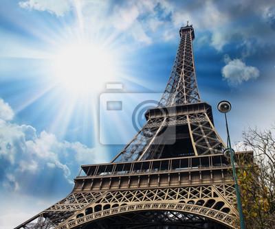 Carta da parati Parigi, 27 Nov: La Torre Eiffel, vista dal basso.