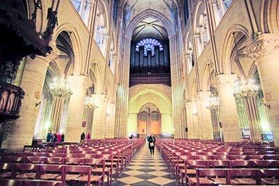 Carta da parati Parigi, Francia, 6 febbraio 2016: interno di Notre Dame de Paris, uno dei simboli di Parigi