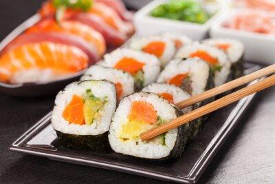Carta da parati pezzi di sushi con le bacchette