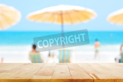 Piano Del Tavolo In Legno Sul Mare Blu Offuscata Sfondo Bianco Carta