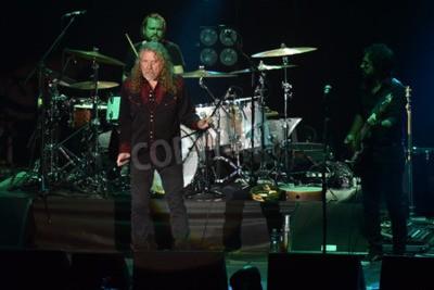 Carta da parati PILSEN, REPUBBLICA CECA - 27 LUGLIO 2016: famoso cantante inglese Robert Plant Durante la sua performance a Pilsen, Repubblica Ceca, 27 luglio 2016.