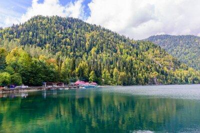 Carta da parati Pittoresco Lago alpino Ritsa, Abkhazia.