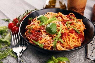 Carta da parati Plate of delicious spaghetti Bolognaise or Bolognese with savory minced beef and tomato sauce garnished with parmesan