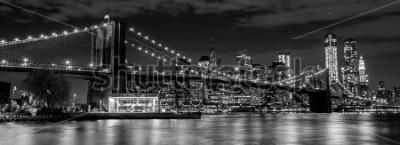 Carta da parati Ponte di Brooklyn con skyline di manhattan sullo sfondo di notte in bianco e nero