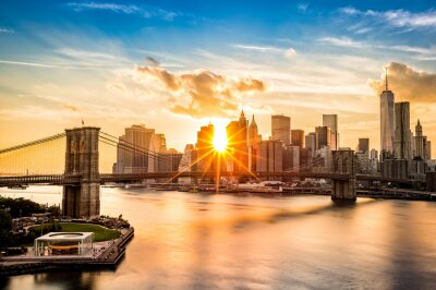 Carta da parati Ponte di Brooklyn e lo skyline di Lower Manhattan al tramonto