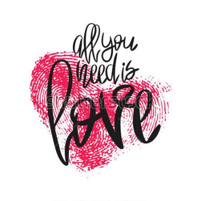 Carta da parati Poster romantico con cuore lettering e impronte digitali. Frase scritta a mano nera Tutto ciò di cui hai bisogno è l'impronta personale di amore e rosa isolata on white. Vector moderna calligrafia