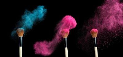 Carta da parati powderbrush su sfondo nero con polvere blu spruzzi