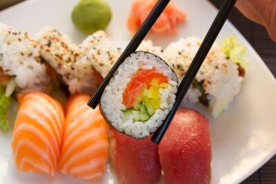 Carta da parati pranzo con piatto di sushi