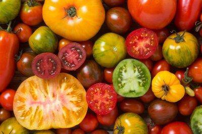 Carta da parati Primo piano di pomodori colorati, un po 'fette, sparato dall'alto