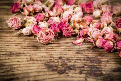 Carta da parati Primo piano di rose secche su fondo in legno