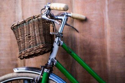 Carta da parati Primo piano vista di una vecchia bici verde