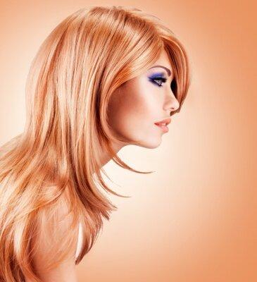 Carta da parati Profilo ritratto di bella donna graziosa con i capelli lunghi rossi