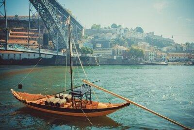 Carta da parati Rabelo barca, il trasporto di vino porto tradizionale sul fiume Douro.