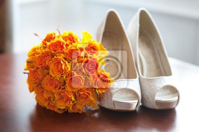 Scarpe Arancioni Sposa.Scarpe Da Sposa E Bouquet Di Rose Arancioni Carta Da Parati