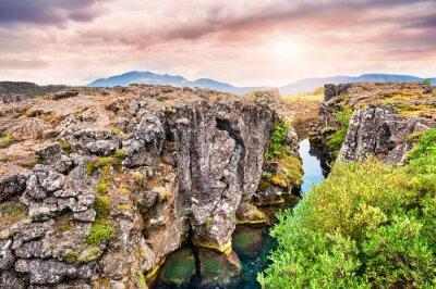 Carta da parati Scogliere e profonda fessura nel Parco Nazionale di Thingvellir, ho sud