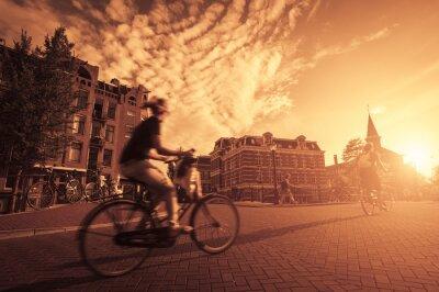 Carta da parati sella a una bicicletta in città