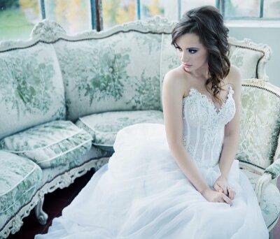 Carta da parati Sensuale giovane sposa dopo il ricevimento di nozze
