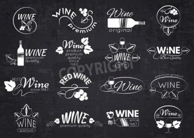 Carta da parati Set di etichette di vino, distintivi e loghi per il design su lavagna. Illustrazione vettoriale.