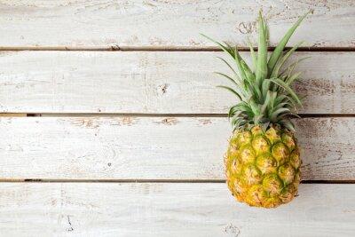 Carta da parati Sfondo estate con ananas sulla tavola di legno