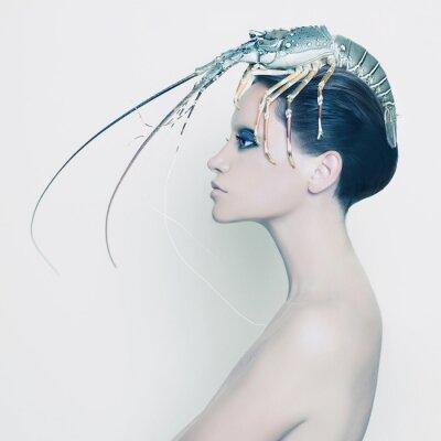 Carta da parati Signora Surreale con l'aragosta sulla sua testa
