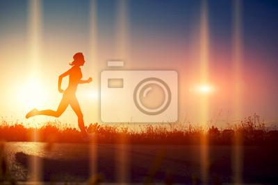 Carta da parati Silhouette di ragazza atletica che funziona giù la bella strada