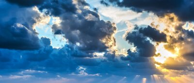 Carta da parati sole che splende attraverso le nuvole