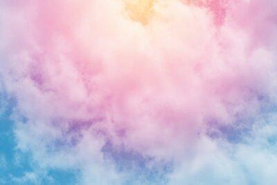 Carta da parati sole e nuvole sullo sfondo con un pastello colorato
