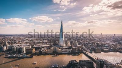 Carta da parati Splendida vista panoramica sul Tamigi, sullo Shard, sullo skyline di Londra e sul paesaggio urbano dal grattacielo. Foto aerea sopra la grande città.