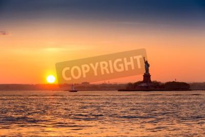 Carta da parati Statua della Libertà al tramonto visto da Brooklyn New York