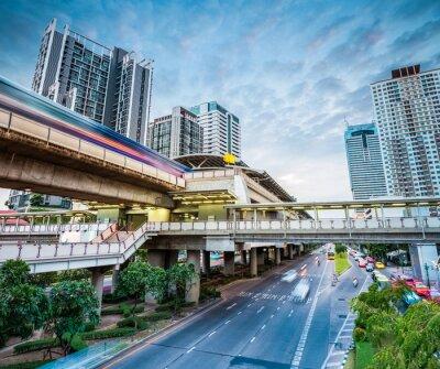Carta da parati stazione della metropolitana di Bangkok al crepuscolo