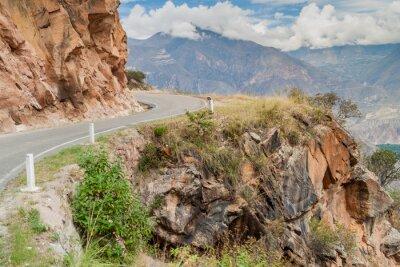 Carta da parati strada di montagna tra Balsas e Leimebamba, Perù.
