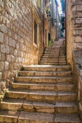 Carta da parati Strada stretta e scale nella città vecchia di Dubrovnik, in Croazia, ambiente mediterraneo