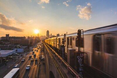 Carta da parati Subway Train in New York at Sunset