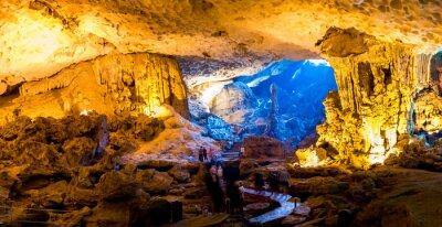 Carta da parati Sung Sot Cave in Halong Bay, Vietnam