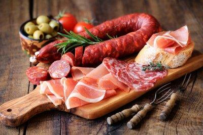 Carta da parati tapas spagnole - chorizo, salsichon, jamon serrano, lomo e olive