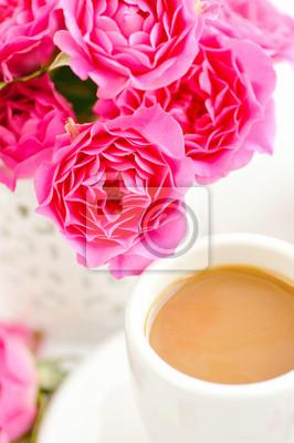 Tazze Di Caffè E Rose Rosa Su Sfondo Bianco Carta Da Parati Carte
