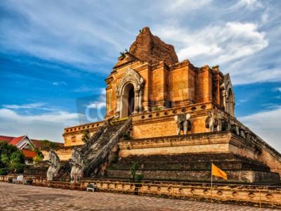 Carta da parati Tempio buddista Wat Chedi Luang. Chiang Mai, Tailandia