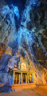 Carta da parati Tempio nel bel mezzo di una caverna al complesso di Batu Caves tempio a Kuala Lumpur