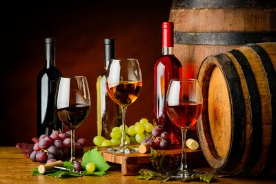 Carta da parati tipi di vino in bottiglie e bicchieri