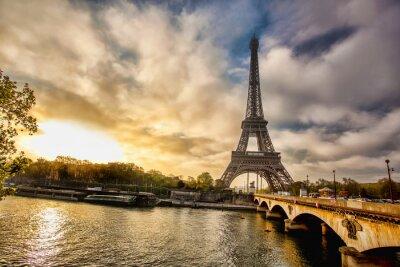 Carta da parati Torre Eiffel con la barca sulla Senna a Parigi, Francia