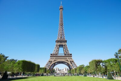 Carta da parati Torre Eiffel, soleggiata giornata estiva con cielo blu e verde Campo di Marte