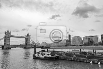 Carta da parati Tower Bridge and London skyline.