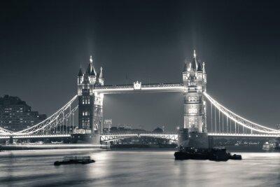 Carta da parati Tower Bridge at night in black and white