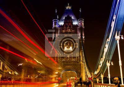 Carta da parati Traffico sul Tower Bridge di notte